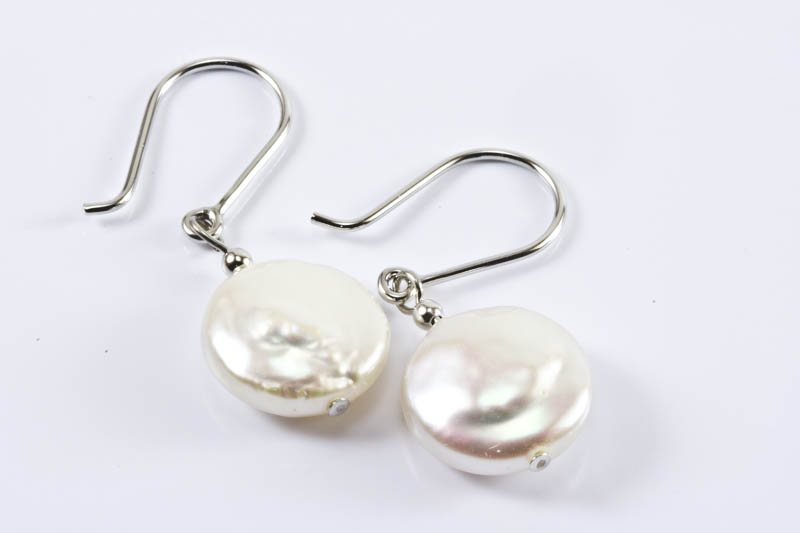 Biwa Pearl Earrings(18k White Gold & 11mm, Coin Shaped)