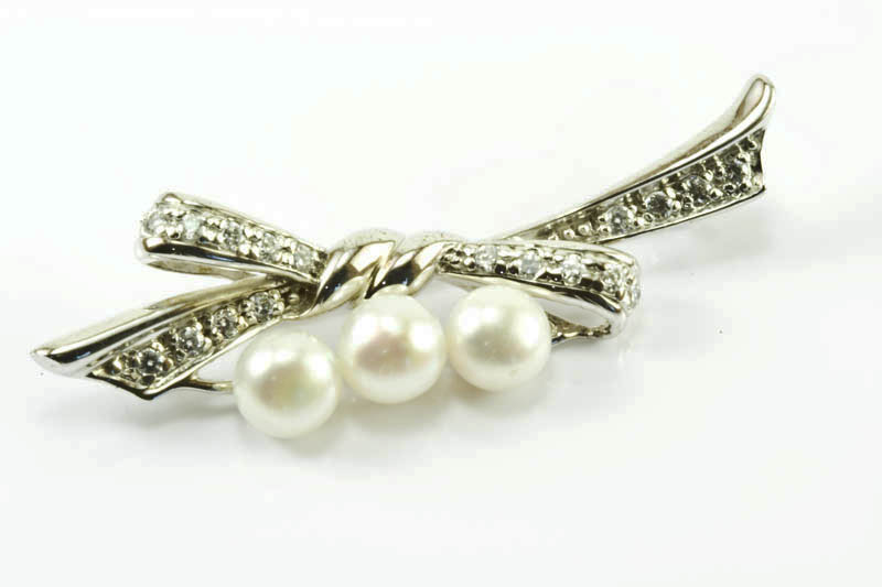 Three Cultured Pearls Brooch