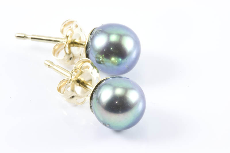 Japanese Black Akoya Cultured Pearl Earrings(5.5mm, AAA Grade)