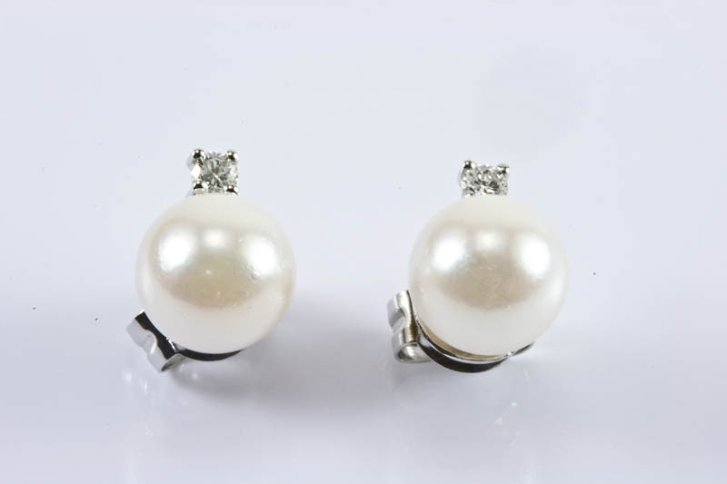 Akoya cultured pearl 18k/w Gold Earrings(7.5mm, AAA Grade)