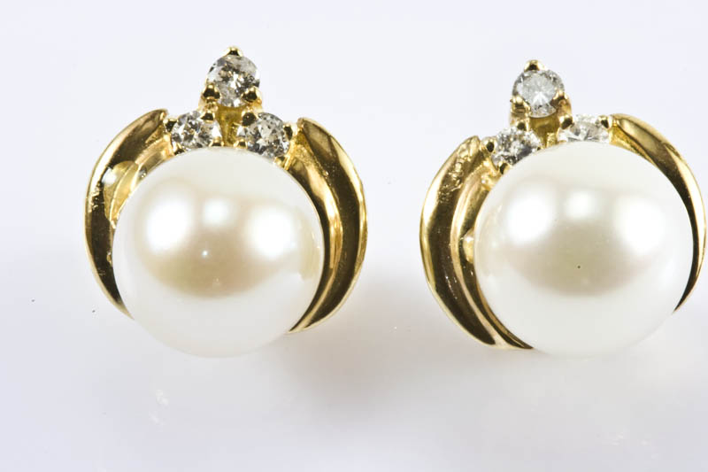 Japanese Akoya Cultured Pearl Earrings(8mm, AAA Grade)