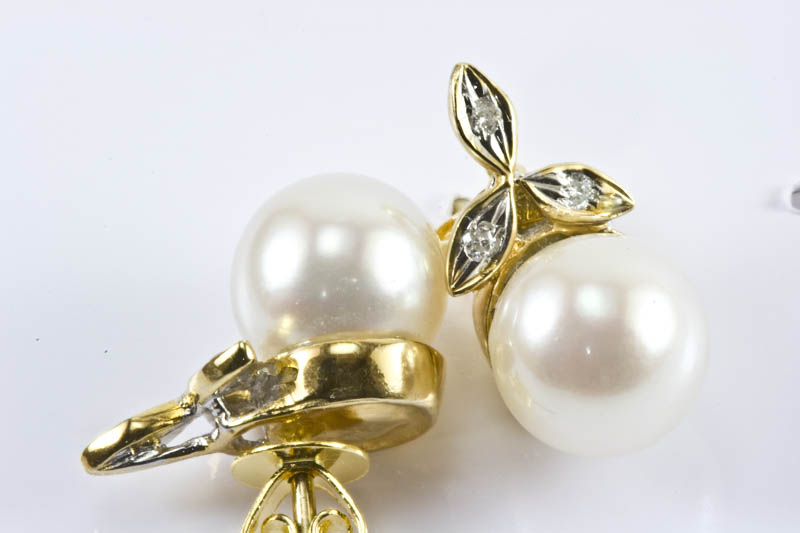 Japanese Akoya Cultured Pearl Earrings(8mm, AAA Grade )