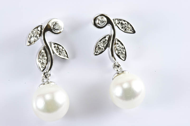 Akoya Pearl Earrings(7.5mm AAA Grade, 18k White Gold, Diamond )