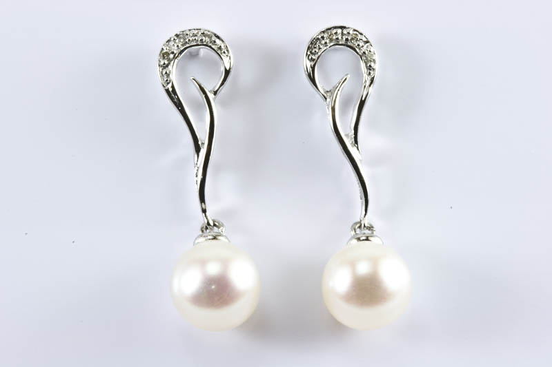Akoya Pearl Earrings(7.5mm, AAA Grade, 18k/w Gold & Diamond)