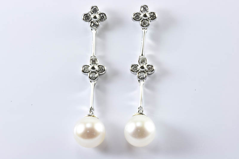 Akoya Pearl Earrings(8mm, AAA Grade, 18k White Gold & Diamond )