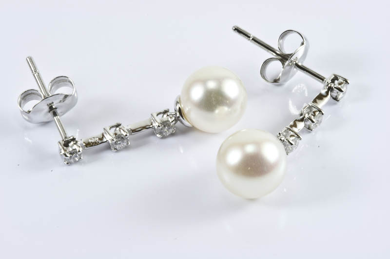 Akoya Pearl Earrings (8mm, AAA Grade,18k White Gold & Diamond )