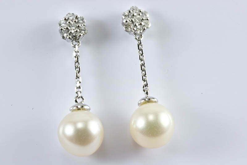 Akoya Pearl Earrings(9mm, AAA Grade,18k/w Gold & Diamond )