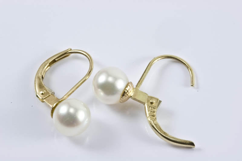 Japanese Akoya Cultured Pearl Earrings(7mm, AAA Grade )
