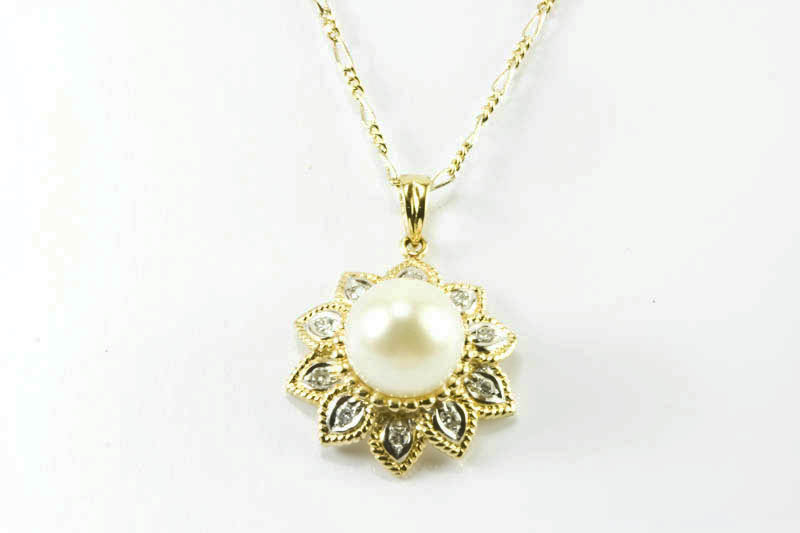 Japanese Akoya Pearl Pendant(10mm AAA Grade, 18k Gold & Diamond)