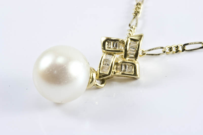Pearl Pendant(8mm AAA Grade,18k Gold & Diamond)