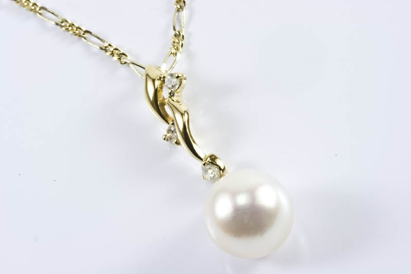Akoya Pearl Pendant(8mm AAA Grade, 18k Gold & Diamond)
