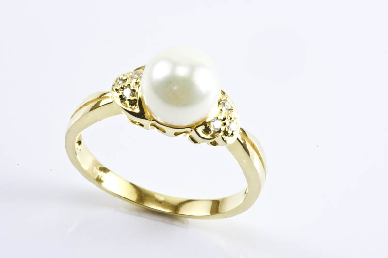 Elegant Akoya Pearl Ring(7.5mm, AAA Grade, 18k Gold & dDamond)