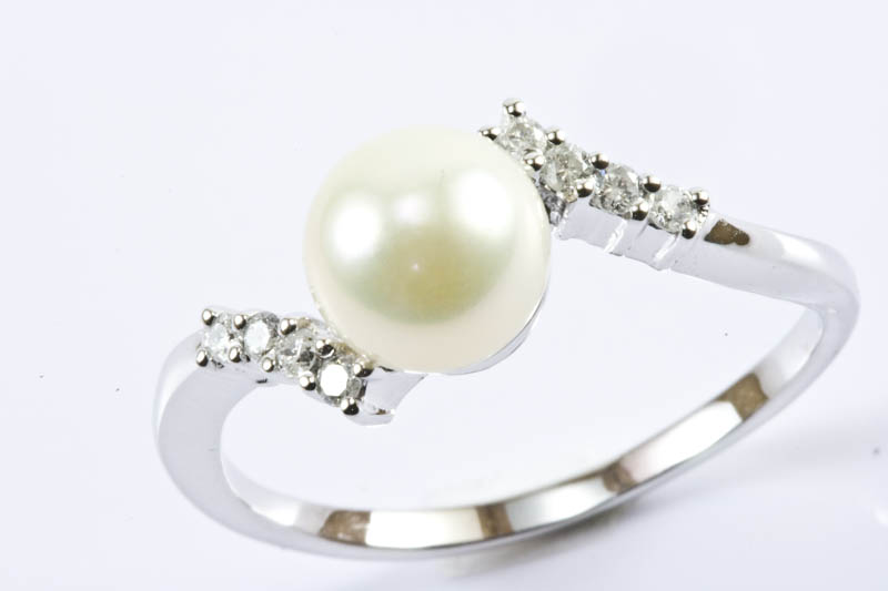 Akoya Pearl Ring (7mm, AAA Grade, 18k/w Gold & Diamond )