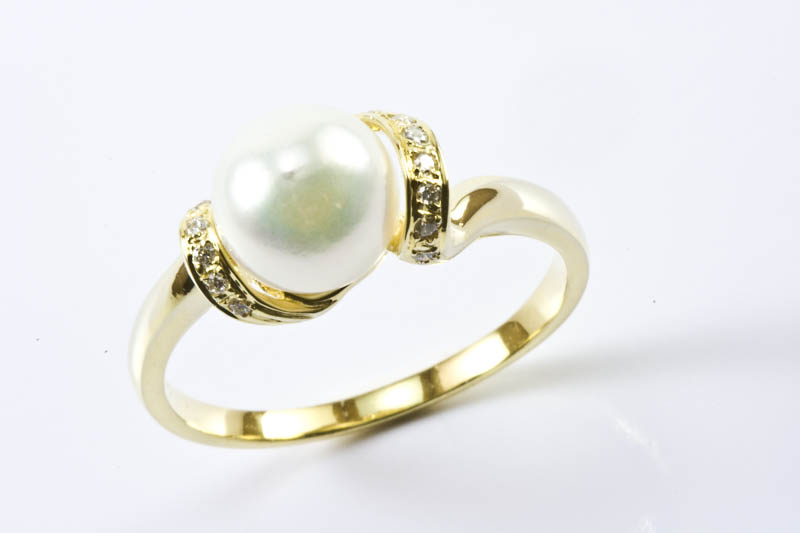 Akoya Pearl Ring(8mm, AAA Grade,18k Gold & Diamond)