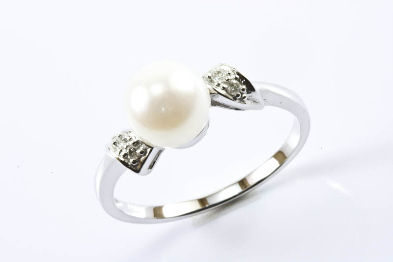 Japanese Akoya pearl,18k whie gold & diamond ring