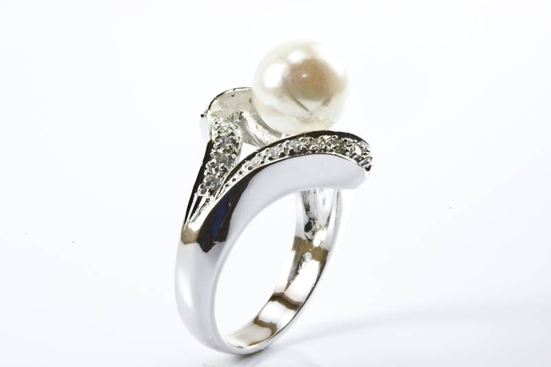 Akoya Pearl Ring(9.5mm, AAA Grade, 18k White Gold & Diamond )