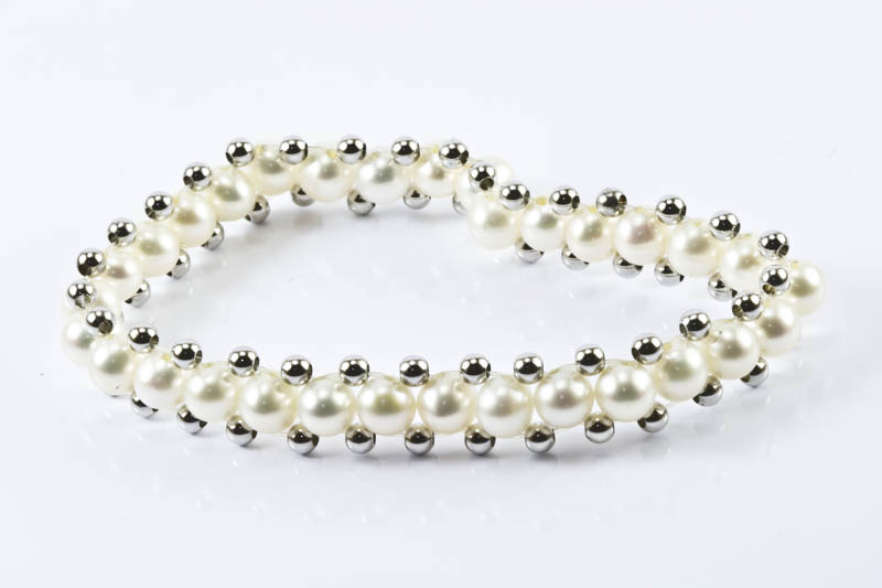 "White Pearl Bracelet(7"" , 6mm, stretch )"