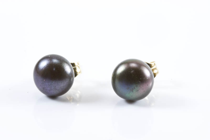 Black freshwater pearl earrings(7mm, button shaped)