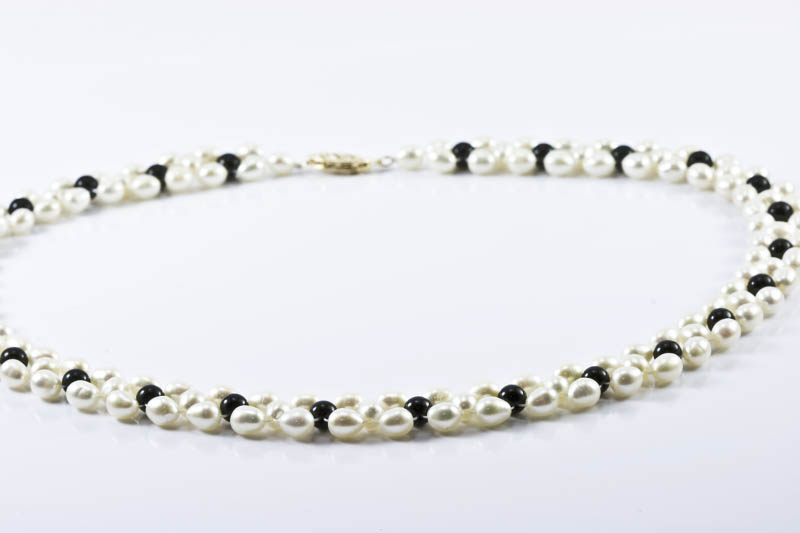 Freshwater Pearl Necklace(Pearl & Black Onyx)
