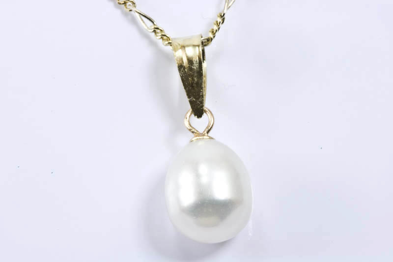 8.5x11mm Pearl Pendant