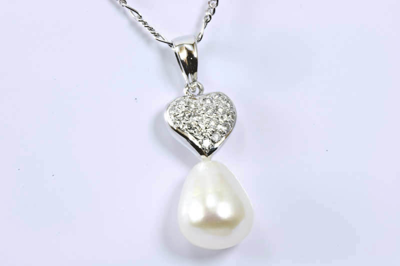 White Pearl Pendant (18k/w Gold, Diamonds) - Click Image to Close