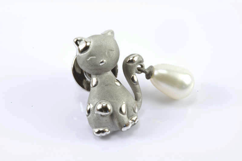 7x11mm Tear Drop Pearl Cat Pin