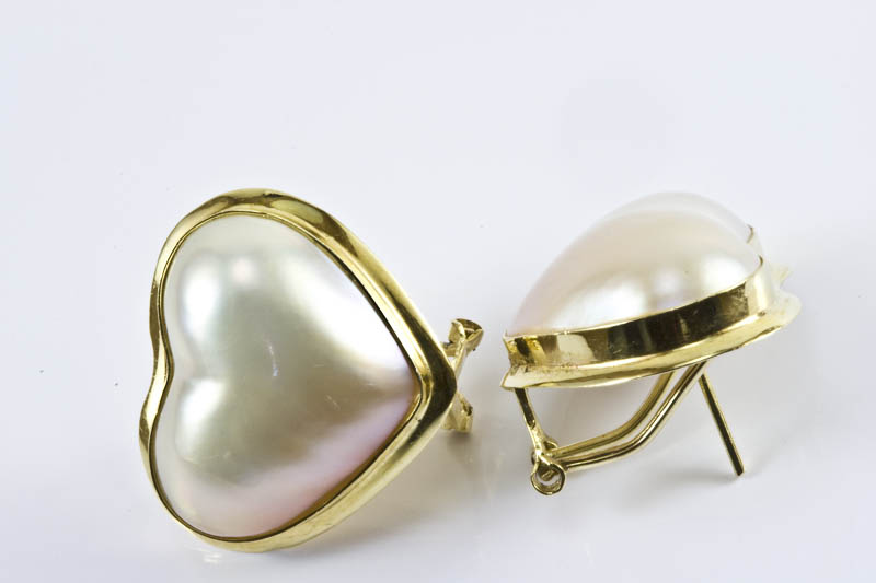 21x18mm Heart Shape Mabe Pearl Earrings - Click Image to Close