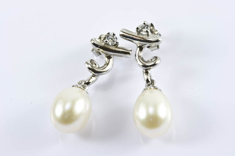 Vintage Elegance Pearl Earrings