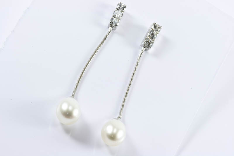 Pearl Dangling Earrings - Click Image to Close
