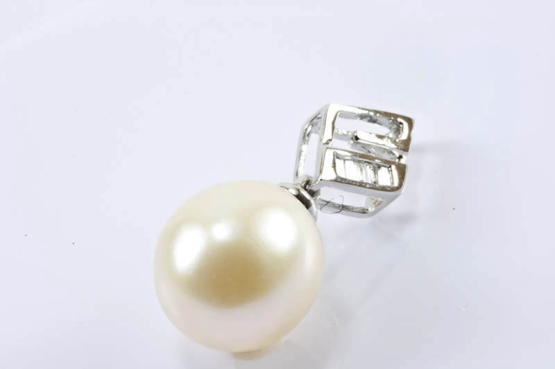 9mm White South Sea Pearl 18k/w Gold & Diamonds Pendant