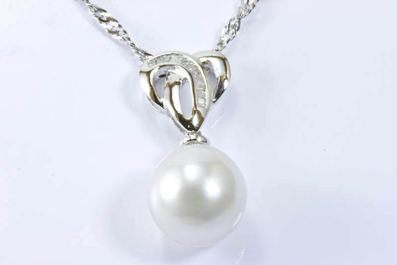 95mm white south sea pearl 18kw gold diamonds pendant 95mm white south sea pearl 18kw gold diamonds pendant aloadofball Gallery