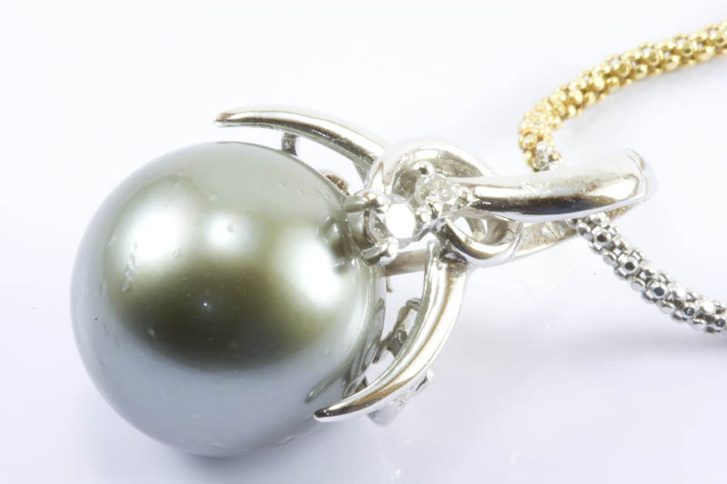 Black South Sea Pearl and 18k Gold Necklace(13.5mm) - Click Image to Close