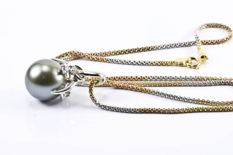 Black South Sea Pearl and 18k Gold Necklace(13.5mm)