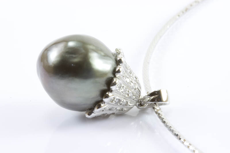 Black South Sea Pearl with 18k gold necklace(13.5mm )