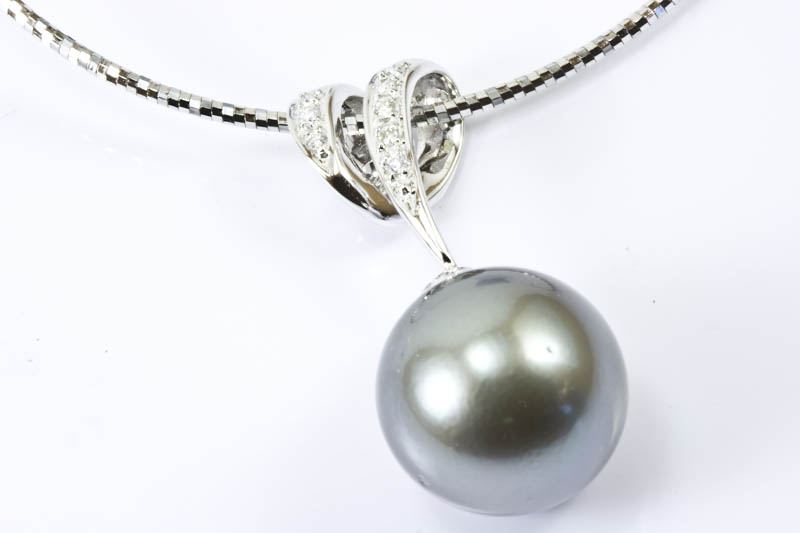 Black South Sea Pearl 18k/w gold & Diamond Necklace(13mm )