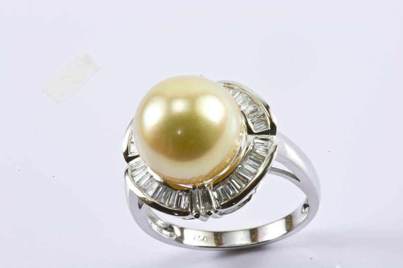 Golden South Sea Pearl Ring(11.5mm , 18k/w Gold & Diamond)