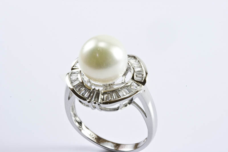 White South Sea Pearl Ring(10mm, 18k/w Gold & Diamond)