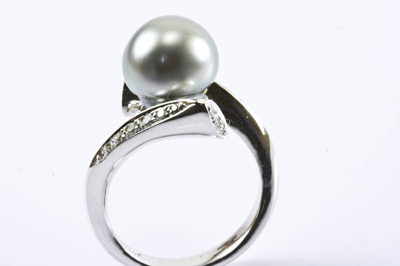 Black South Sea Pearl Ring(9.5-10mm, 18k /w Gold & Diamond)