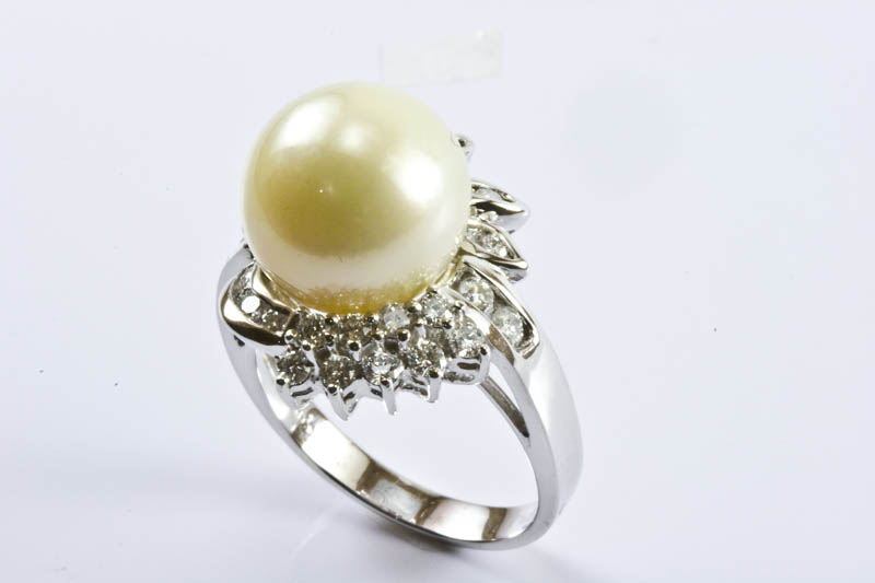 Gold South Sea Pearl Ring(11.5-12mm, 18k/w Gold & Diamond)